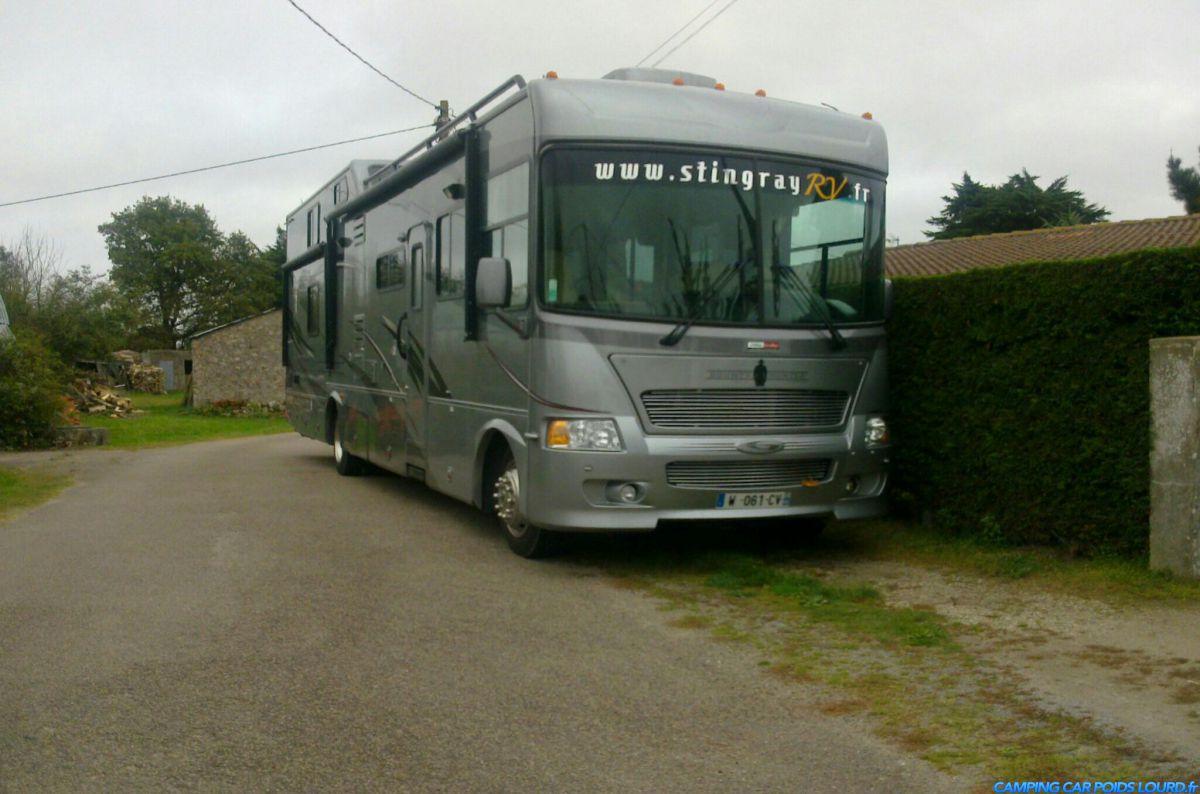 Bounty hunter 002 camping car poids lourd for Location de garage pour camping car