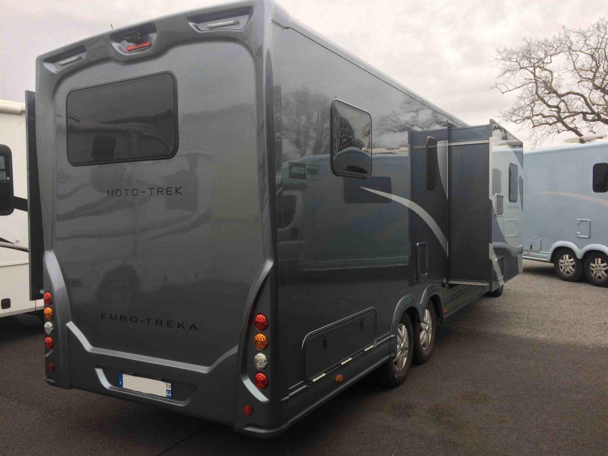 camping car moto treka au h44 le haut de gamme tarif contenu avec slide out camping car. Black Bedroom Furniture Sets. Home Design Ideas